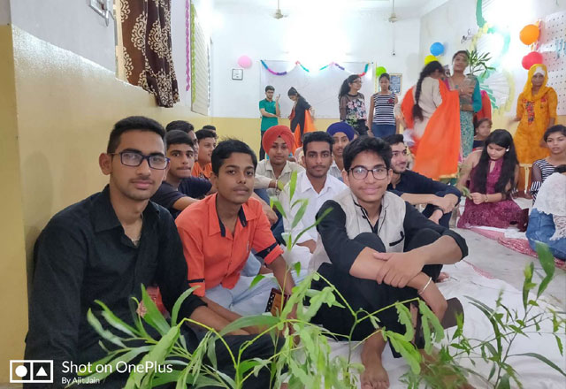 Freshers were presented by Plants - Ecofriendly Party Gifts at GG-1500